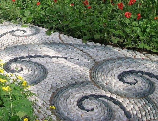 Дорожка с узором из натурального камня