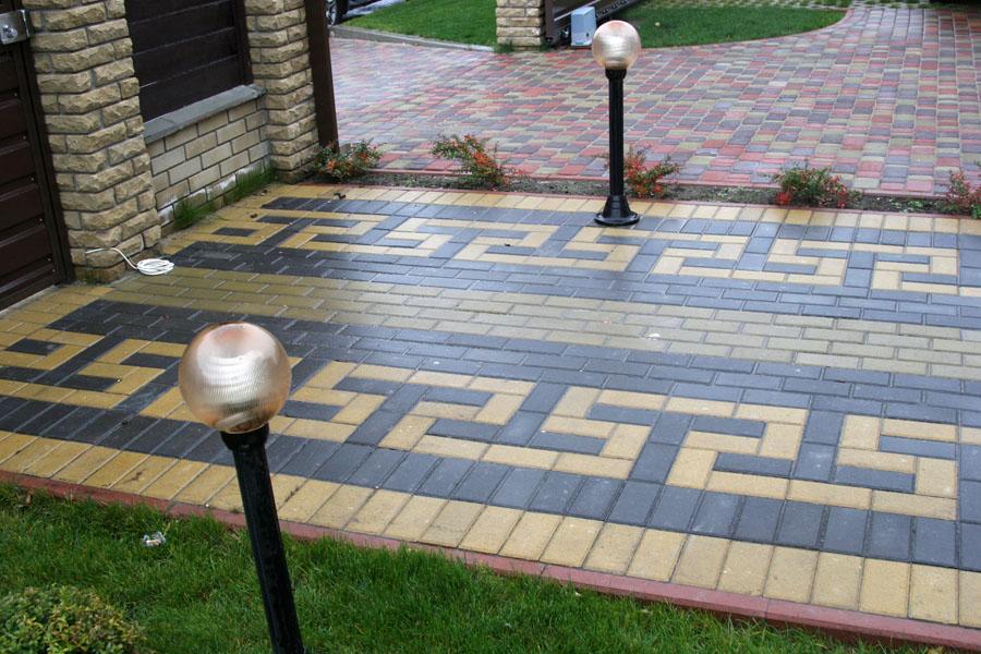 Тротуарная плитка несомненно украсит Ваш приусадебный участок. Но для полной картины необходимо установить бордюры.