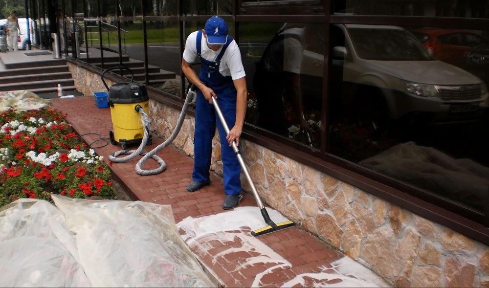 Очистка тротуарной плитки моющими средствами