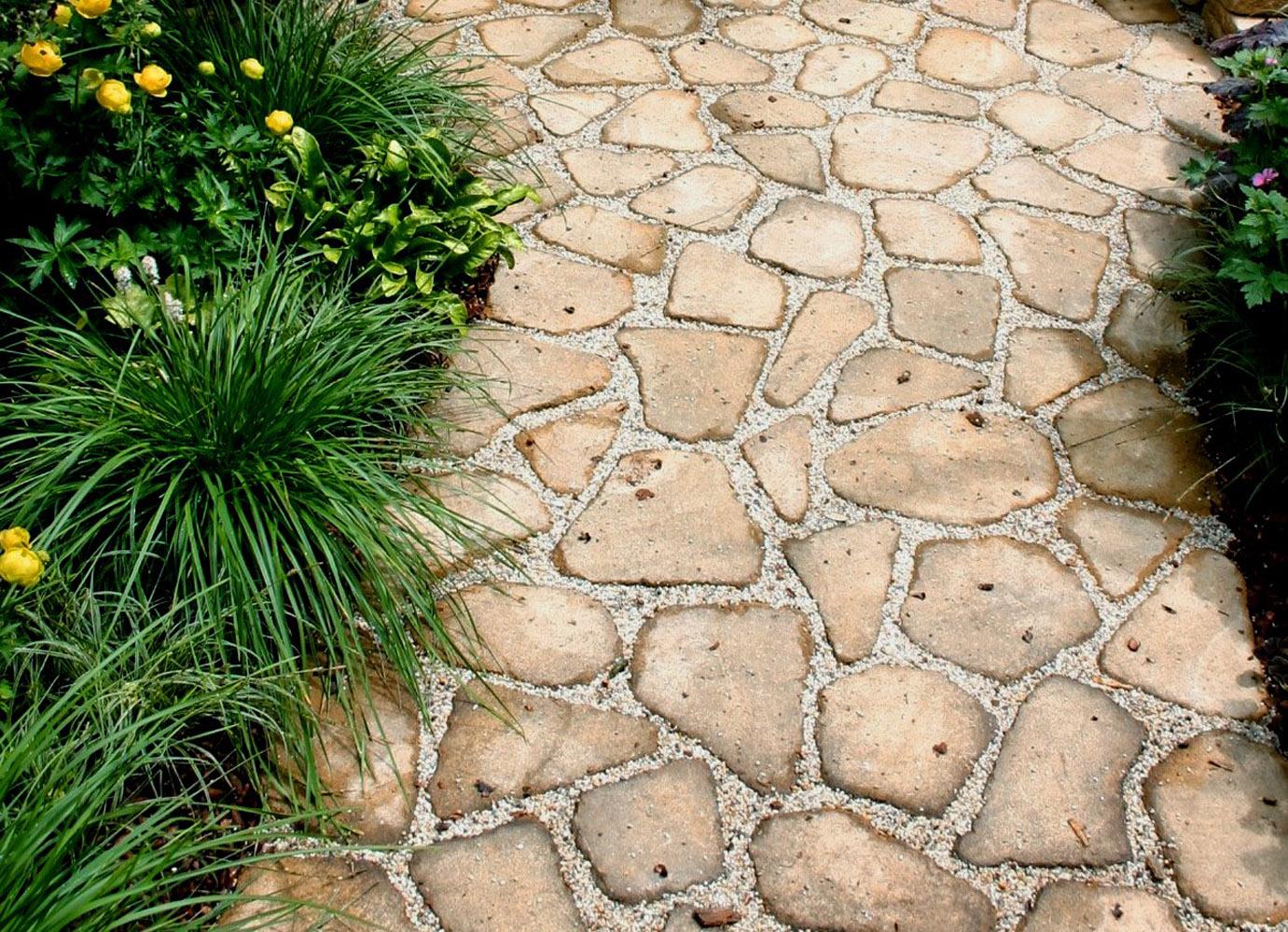Уникальное мощение дорожек природным камнем - это ценный элемент дизайна, который создает гармонию между дачником и окружающим его ландшафтом