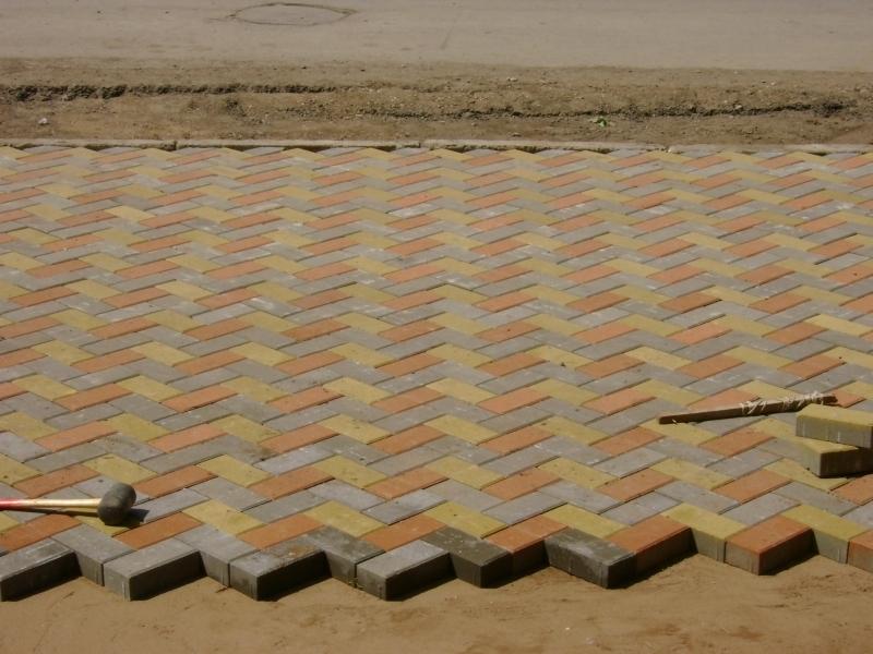 Тротуарная плитка применяется в местах оживленных пешеходных зон, где тротуарной плитке предстоит претерпеть постоянный износ.
