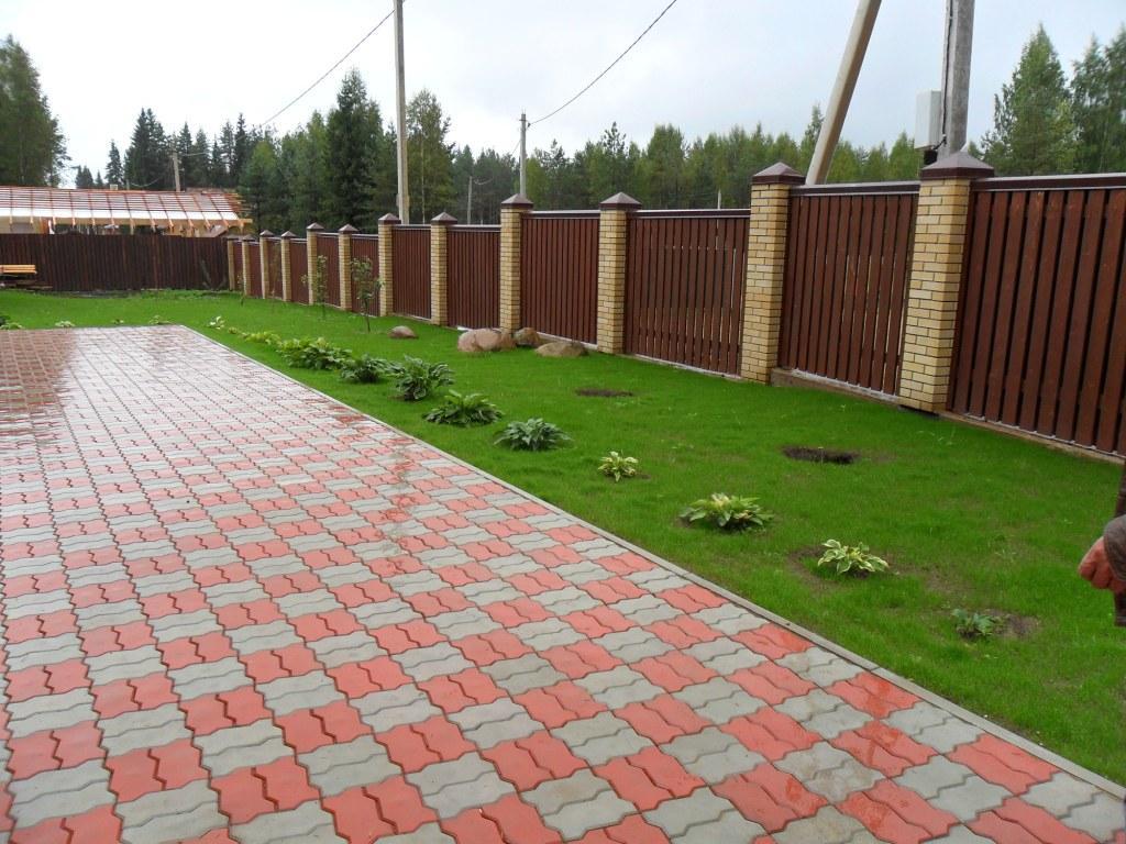 Тротуарная плитка и брусчатка - это современный, практичный и надежный материал для благоустройства и оригинального покрытия аллей, парков, тротуаров, садовых дорожек, загородных домов.