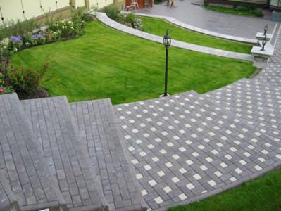 Ступени, выложенные тротуарной плиткой