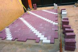 Для качественной укладки тротуарной плитки необходимо хорошее основание.