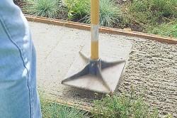 Утрамбовка песка перед бетонированием