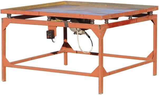 Вибростол включает в себя подвижный стол с вибратором