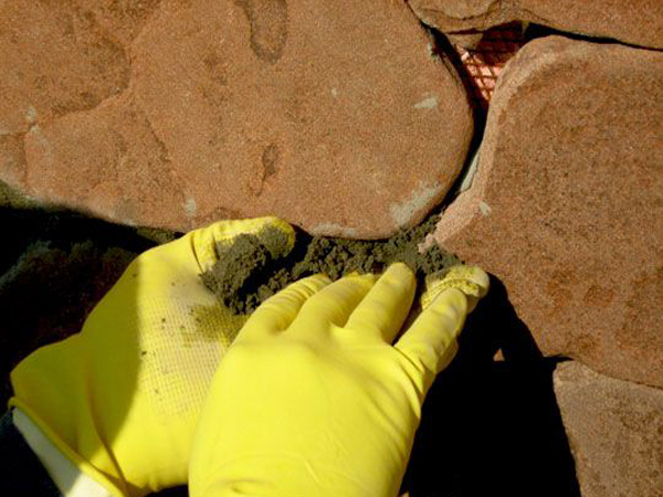 Затирка швов цементом