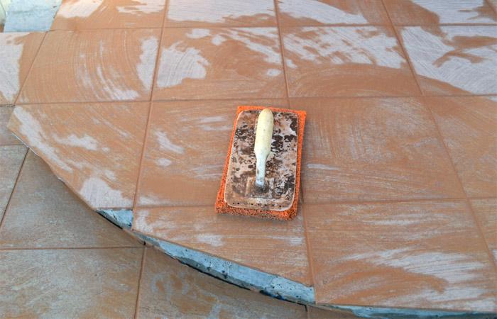 Влажная очистка плитки