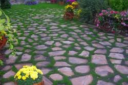 Дорожка с газонной травой