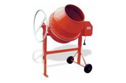 Для небольших строительных работ (заливка фундамента, заливка стяжки, штукатурка, заливка бетоном двора и т.п.) лучше использовать гравитационную бетономешалку.