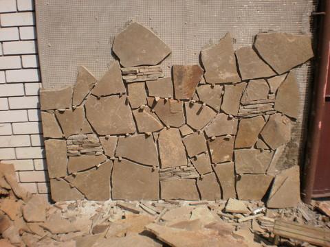 Укладка камня на стену фасада