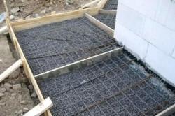 Армирование бетонной дорожки своими руками