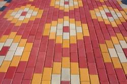 Разнообразие арнаментов из тротуарной плитки
