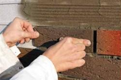 Процесс облицовки клинкерной плиткой