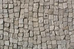 Тротуарная брусчатка как вид дорожного покрытия относится к бетонным тротуарным плитам.