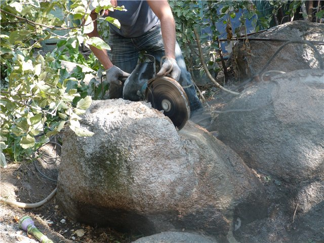 Раскол камня с помощью болгарки