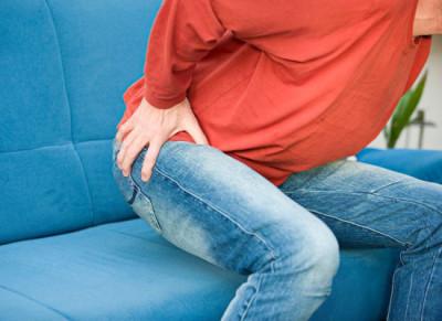 Трещины в заднем проходе диагностируются у представителей всех возрастов, но наиболее часто подобная травма слизистой оболочки прямой кишки выявляется у людей в возрасте от 22 до 50 лет
