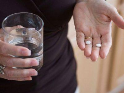 В качестве медикаментозного лечения врачи назначают противодиарейные препараты. Курс лечения назначает строго лечащий врач
