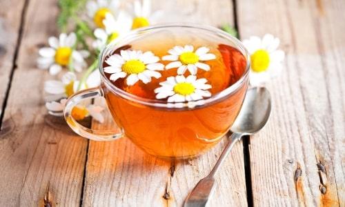 Самое распространенное средство при лечении холецистита и панкреатита - чай из цветков ромашки аптечной