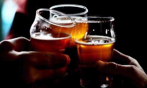 Гевискон совместим с алкоголем, он избавляет от эзофагита, спровоцированного принятием спиртных напитков
