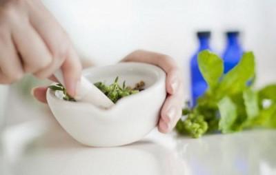 Народная медицина применяется как вспомогательный способ лечения при умеренно выраженном геморрое