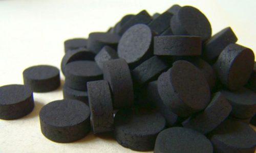 Активированный уголь - это весьма популярный адсорбент, средство очень хорошо впитывает в себя токсины и лишние газы, которые есть в желудке у человека