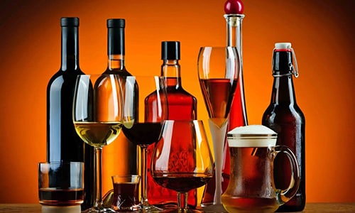 Во время соблюдения диеты при диффузных изменениях поджелудочной железы, запрещено употреблять алкоголь