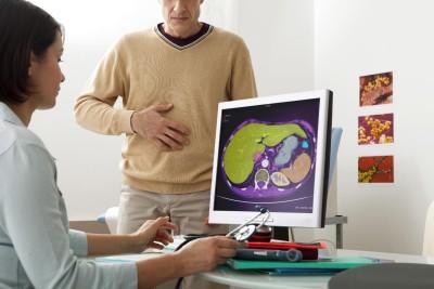 Диагностика, которая позволяет выявить желчь в желудке, включает в себя сбор анамнеза и полное обследованием органов брюшины