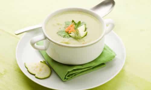 Неотъемлемым блюдом в рационе человека, страдающего хроническим панкреатитом, должен стать диетический суп-пюре из кабачков