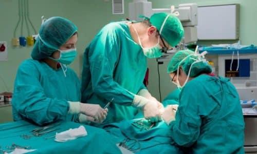 Хирургические вмешательства проводятся и при опухолях простаты, являющихся частой причиной поллакиурии ночной у мужчин
