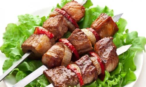 Острые мясные блюда повышают кислотность мочи, чем раздражают пузырь. Это приводит к частому мочеиспусканию