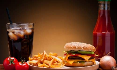 Неправильное питание с повышенным содержанием холестерина, кальция, пуринов и щавелевой кислоты, чрезмерное употребление газированных напитков и алкоголя приводят к обезвоживанию организма и заболеваниям мочеполовой системы