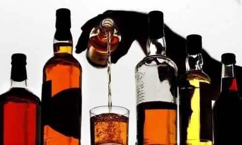 Одновременное применение лекарства и употребление спиртной продукции может привести к осложнениям