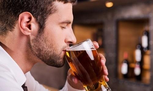 Больному циститом лучше отказаться от употребления алкоголя