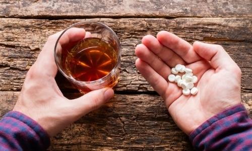 Совместный прием препарата и алкоголя не смертелен, но не желателен