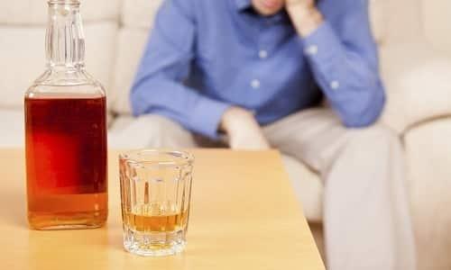 В ряде случаев темно-оранжевая урина у алкоголиков является следствием тяжелого поражения печени