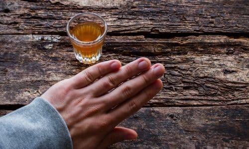 От приема алкоголя во время лечения следует воздержаться, поскольку активное вещество в сочетании со спиртным может спровоцировать негативную реакцию