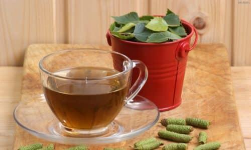 При цистите можно приготовить чай из березы