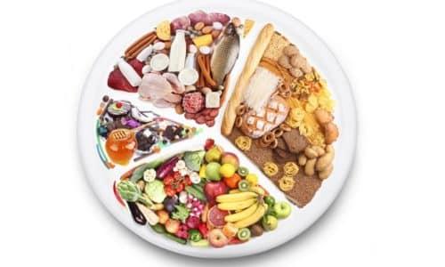 При панкреатите рекомендуется принимать пищу маленькими порциями, 5-6 раз в сутки