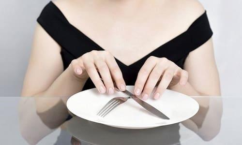 При острой форме панкреатита на несколько дней рекомендовано голодание