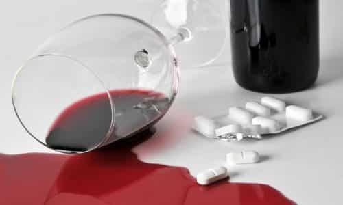Нежелательно сочетать медикамент с алкогольными напитками