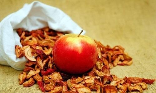 Сушеные яблоки не раздражают слизистую оболочку желудка и кишечника, минимально нагружают поджелудочную железу