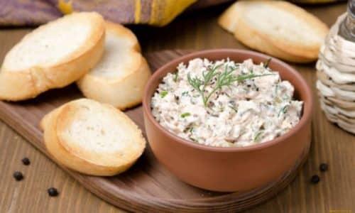 К слову - творожную массу, перемешанную с мясом можно намазывать на хлеб и употреблять с чаем