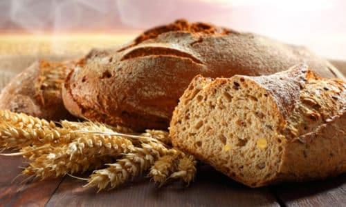Хорошее действие при запоре оказывает употребление отрубей и ржаного хлеба