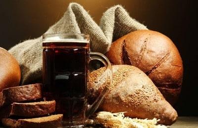 Желательно не употреблять часто и в больших количествах газообразующие продукты, такие как, хлеб, квас, газированный напитки
