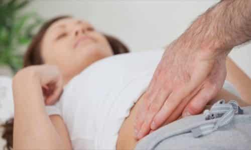 Чтобы определить вирус, необходимо прощупать пальцами у пупка пациента