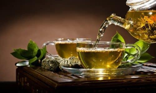 Диета при пищевом отравлении включает в себя некрепкие зеленый чай