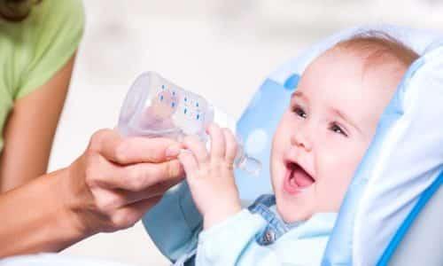 Болезненное состояние может вызвать запор. Чтобы облегчить страдания малютки, надо давать малышу больше питья