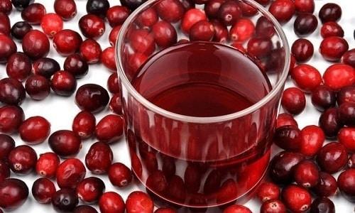 Хорошее мочегонное действие оказывает сок клюквы