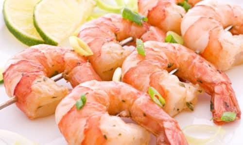 В рацион включают продукты, обогащенные белком, к ним относятся креветки